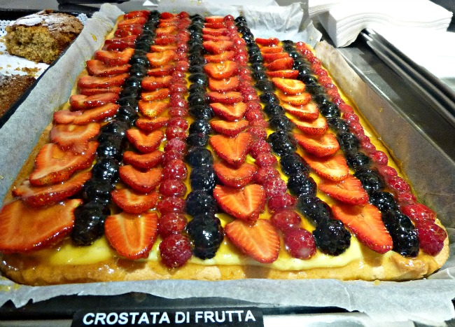 Fruit tarts and baguettes, oh my!